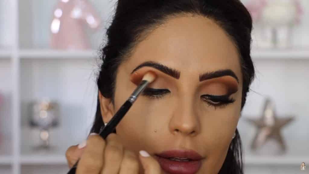 Maquillaje de ojos actual 2020 con Jackie Hernandez aplicamos tono medallion paleta sigma