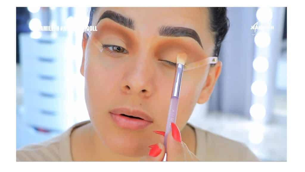 ¡Delineado infinito con glitter! La nueva tendencia brasilera de maquillaje para ojos maquillar el párpado móvil