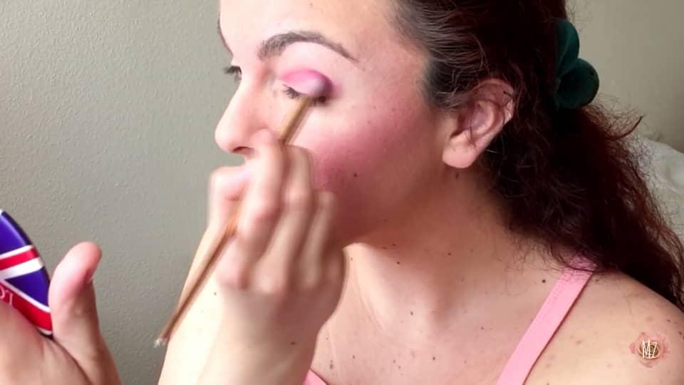 Maquillaje y outfit fácil y rápido bella durmiente Mariam zakharova 2020, aplicación de la sombra rosada por el párpado móvil