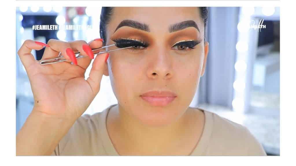 ¡Delineado infinito con glitter! La nueva tendencia brasilera de maquillaje para ojos colocar pestañas