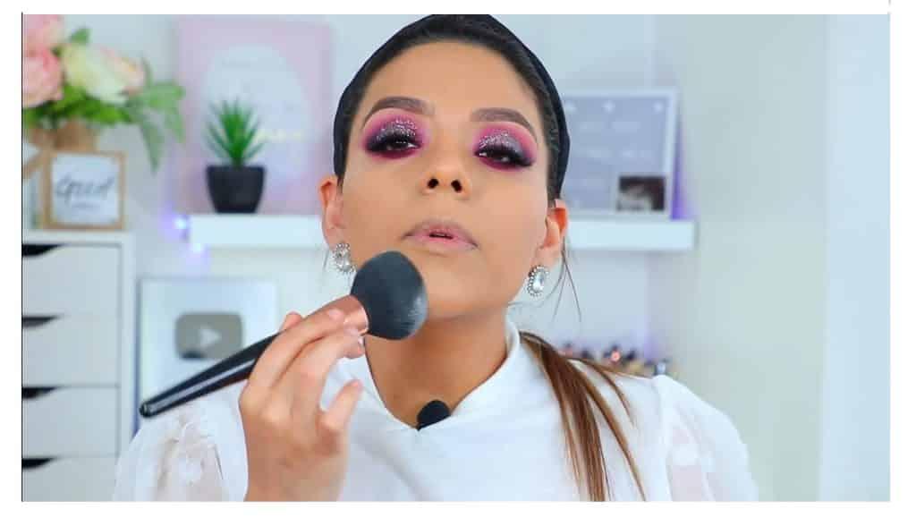 maquillaje de noche 2020 maquillaje dramático con glitter bissú Yoshi Meza polvos traslucidos