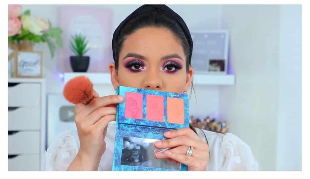 maquillaje de noche 2020 maquillaje dramático con glitter bissú Yoshi Meza rubor en tono  rosa