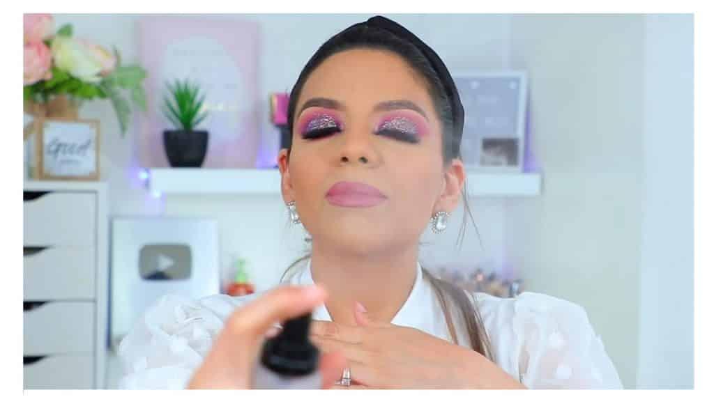 maquillaje de noche 2020 maquillaje dramático con glitter bissú Yoshi Meza  sellar el maquillaje