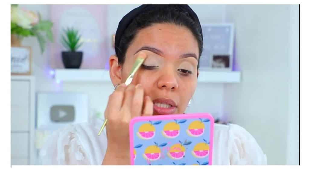 maquillaje de noche 2020 maquillaje dramático con glitter bissú Yoshi Meza sellamos corrector