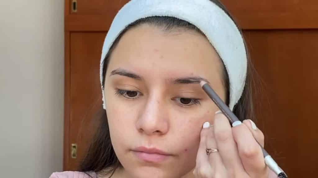 maquillaje para adolescentes 2020 anel flynn perfila cejas