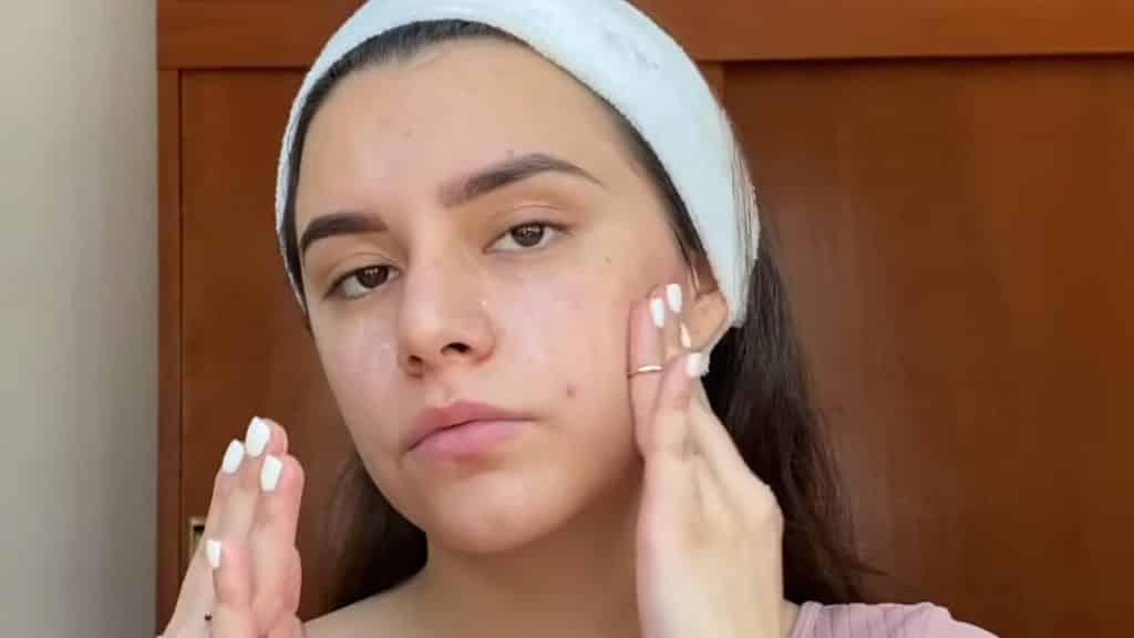 maquillaje para adolescentes 2020 anel flynn aplica primer