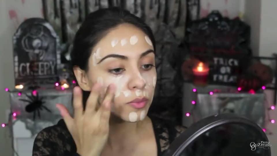 maquillaje de bruja 2020 nena guzman preparando el rostro