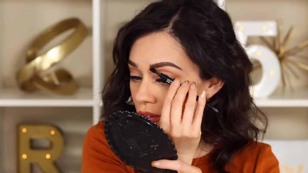 Maquillaje de cejas tendencias 2020 Rosy McMichael y Nyx Professional Makeup rellenamos con el pincel de fill & fluff