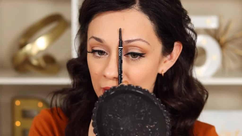 Maquillaje de cejas tendencias 2020 Rosy McMichael y Nyx Professional Makeup perfilando la ceja