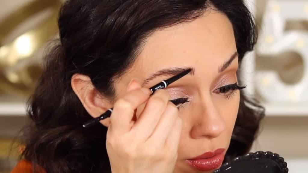 Maquillaje de cejas tendencias 2020 Rosy McMichael y Nyx Professional Makeup lápiz con precisión