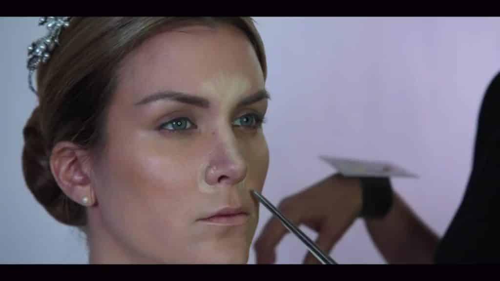 NOVIA DE DÍA | Maquillaje por CRISTINA CUELLAR - Aplicación iluminador en crema