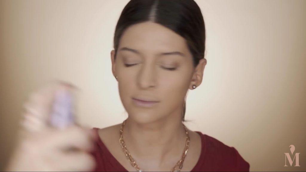 Maquillaje de verano duradero Mariana Zambrano 2020. spray