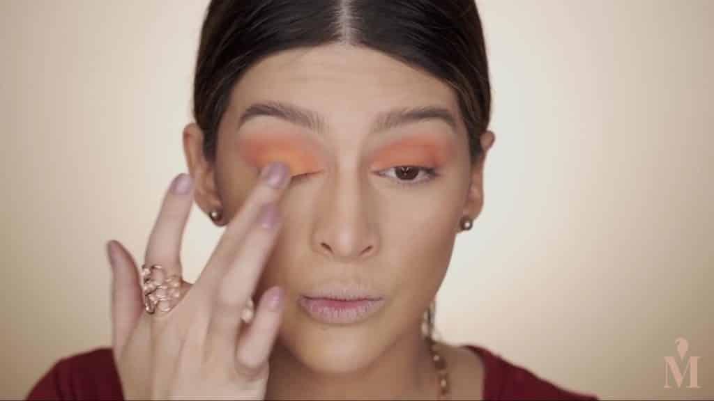 Maquillaje de verano duradero Mariana Zambrano 2020, sombra naranja mas clara