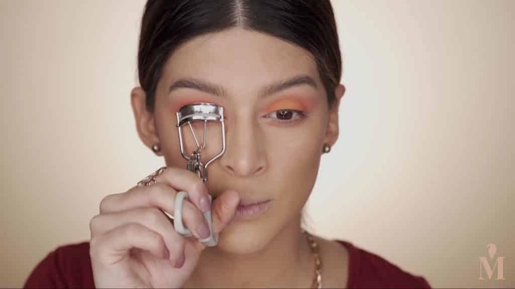 Maquillaje de verano duradero Mariana Zambrano 2020, Rizador de pestañas