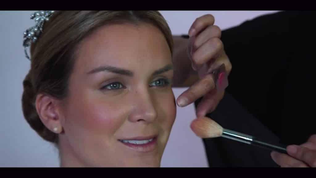 NOVIA DE DÍA | Maquillaje por CRISTINA CUELLAR - Aplicación de rubor en crema