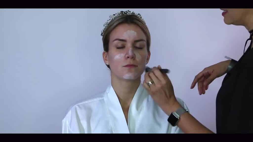 NOVIA DE DÍA | Maquillaje por CRISTINA CUELLAR - Aplicacion crema hidratante