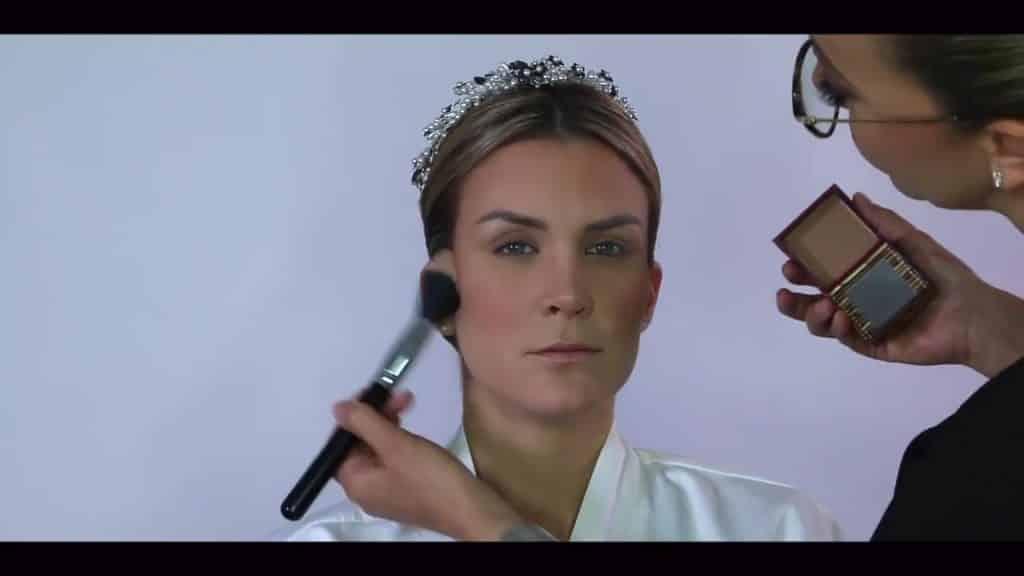 NOVIA DE DÍA | Maquillaje por CRISTINA CUELLAR - Aplicación de bronceador en polvo
