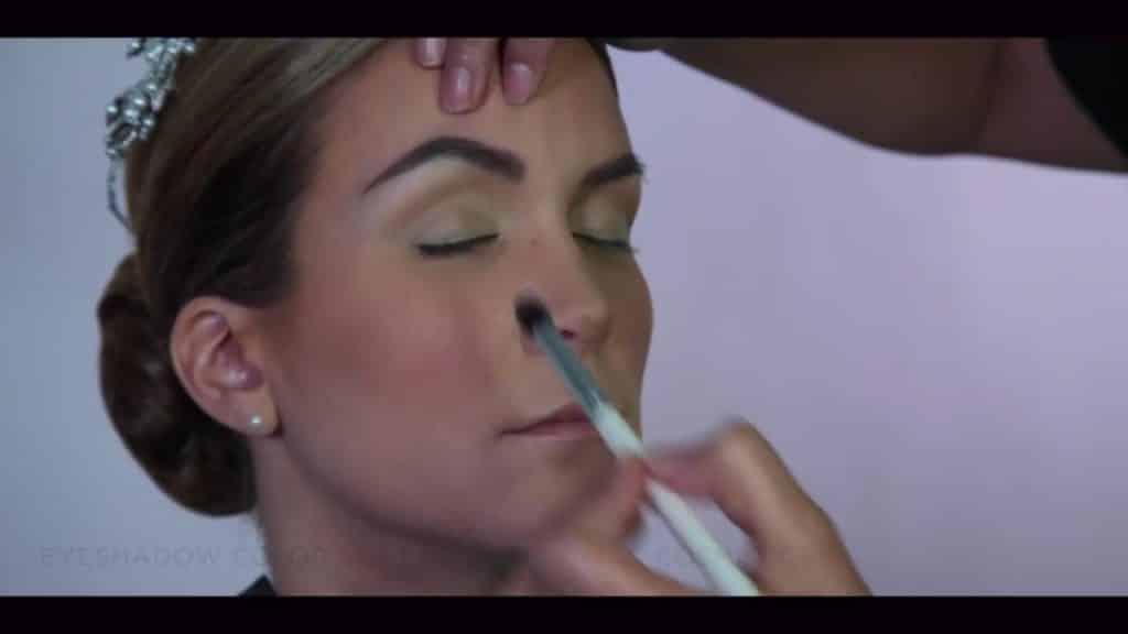 NOVIA DE DÍA | Maquillaje por CRISTINA CUELLAR - Aplicación sombra de transición en la cuenca de los ojos