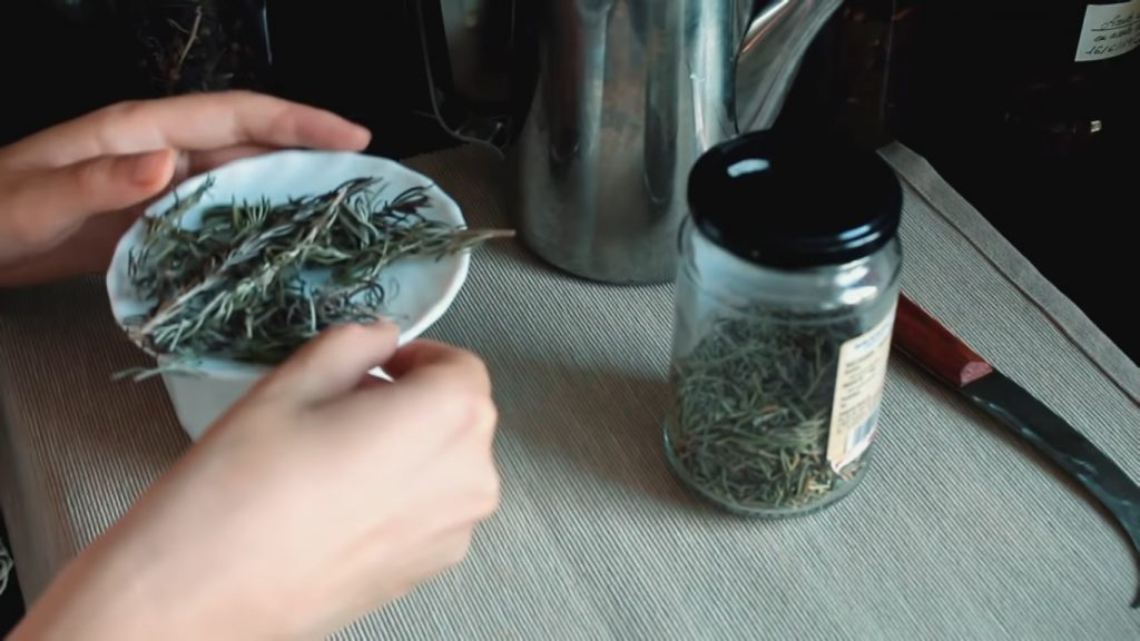 5 infusiones para el cuidado facial con plantas medicinales