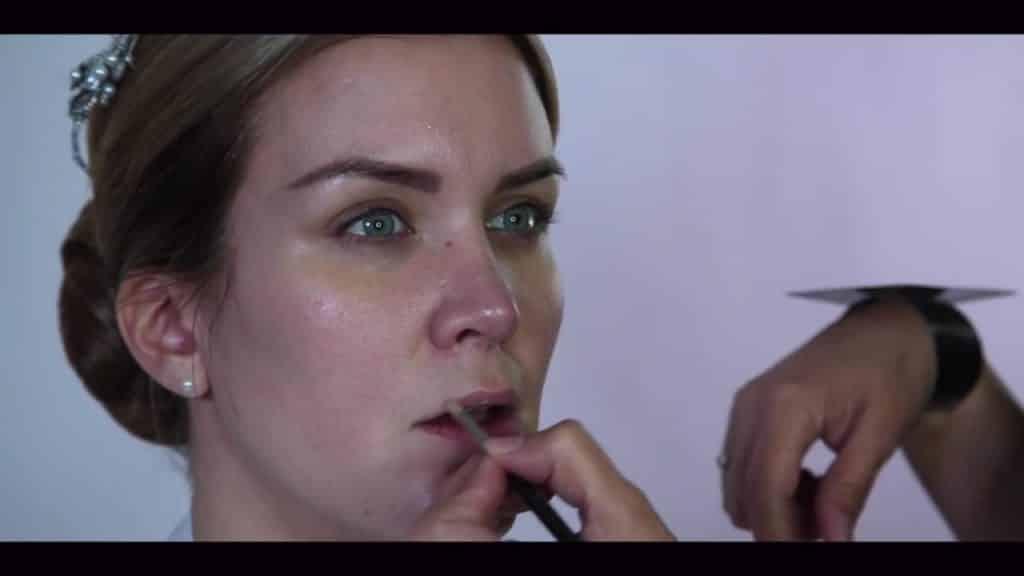 NOVIA DE DÍA | Maquillaje por CRISTINA CUELLAR - Aplicación balsamo labial
