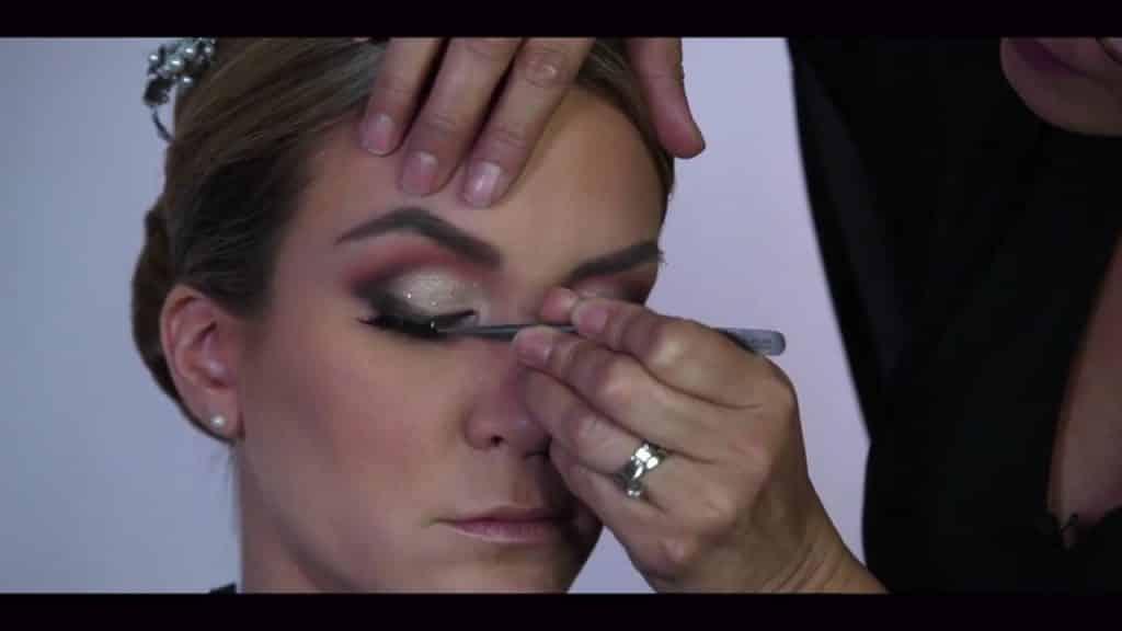 NOVIA DE DÍA | Maquillaje por CRISTINA CUELLAR - Aplicación de pestañas postizas
