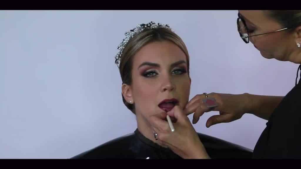 NOVIA DE DÍA | Maquillaje por CRISTINA CUELLAR - Aplicación del labial
