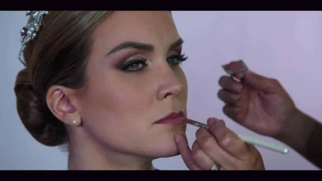 NOVIA DE DÍA | Maquillaje por CRISTINA CUELLAR - Aplicación brillo labial