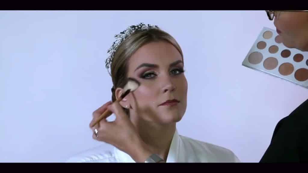 NOVIA DE DÍA | Maquillaje por CRISTINA CUELLAR - Aplicación de iluminador en polvo