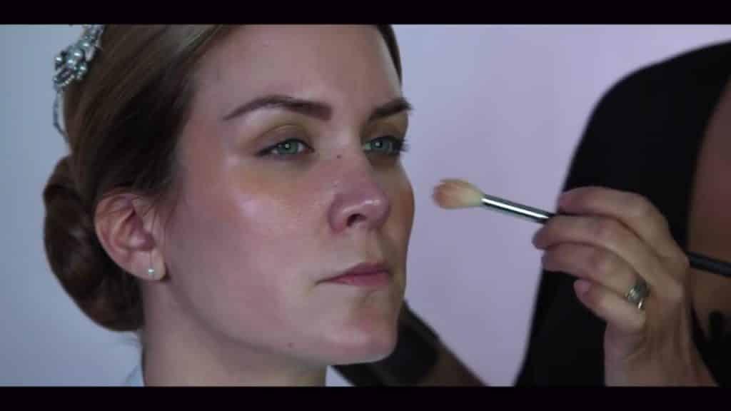 NOVIA DE DÍA | Maquillaje por CRISTINA CUELLAR - Aplicacion iluminador en crema