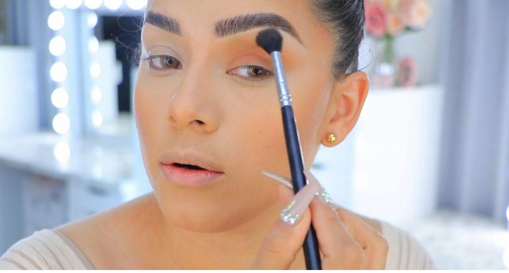 Aprende a maquillarte como Kendall y Kylie Jenner con Jeamileth Doll aplicar sobras