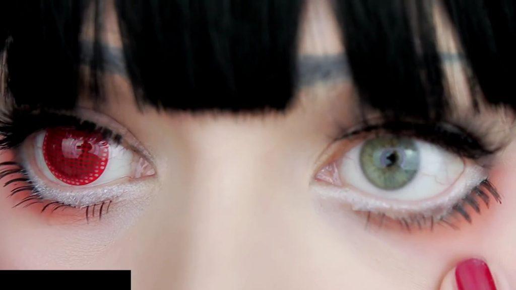Aplicación lentes de contacto red mesh. Tutorial de Maquillaje Anime Kakegurui - Yumeko Jabami | Kleiner Pixel.