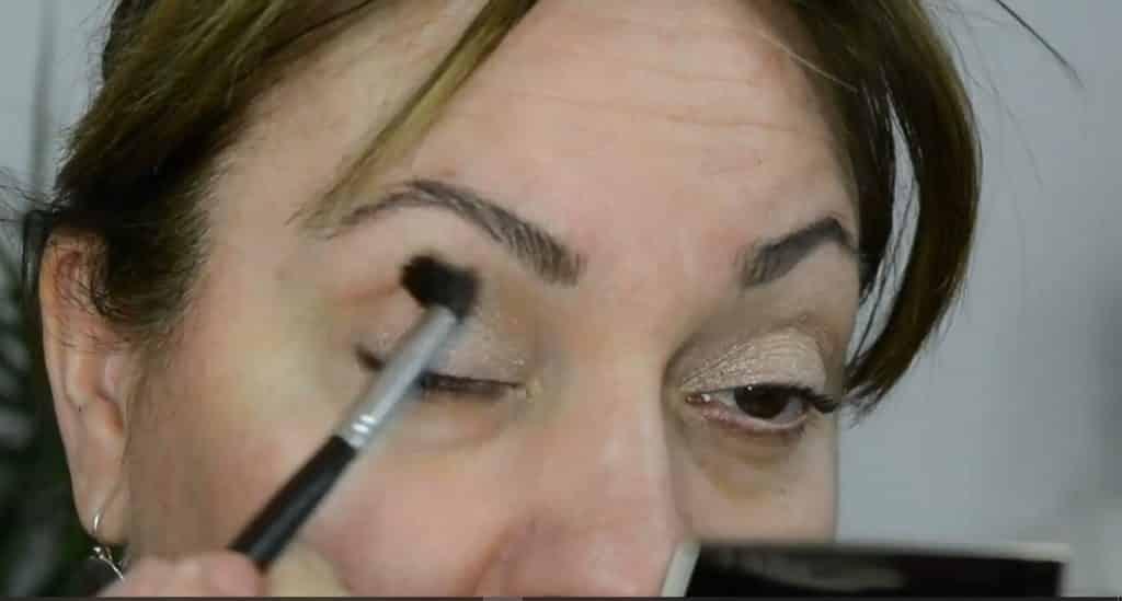 Maquillaje de verano para pieles maduras ¡Tutorial! Marcar la cuenca
