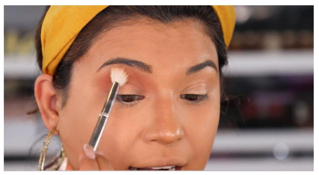 ¡Tutorial! Aprende a maquillar tus ojos de animal print con Roccibella aplicar sombra