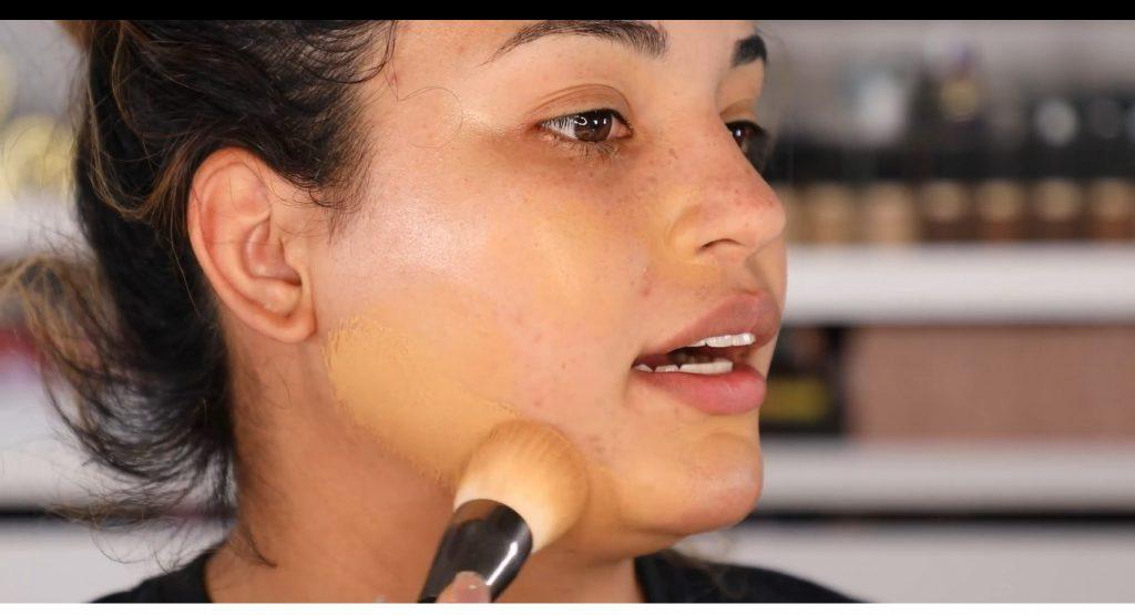 Atrévete a dar un cambio radical, con un maquillaje neutro y fácil de la mano de Roccibella base