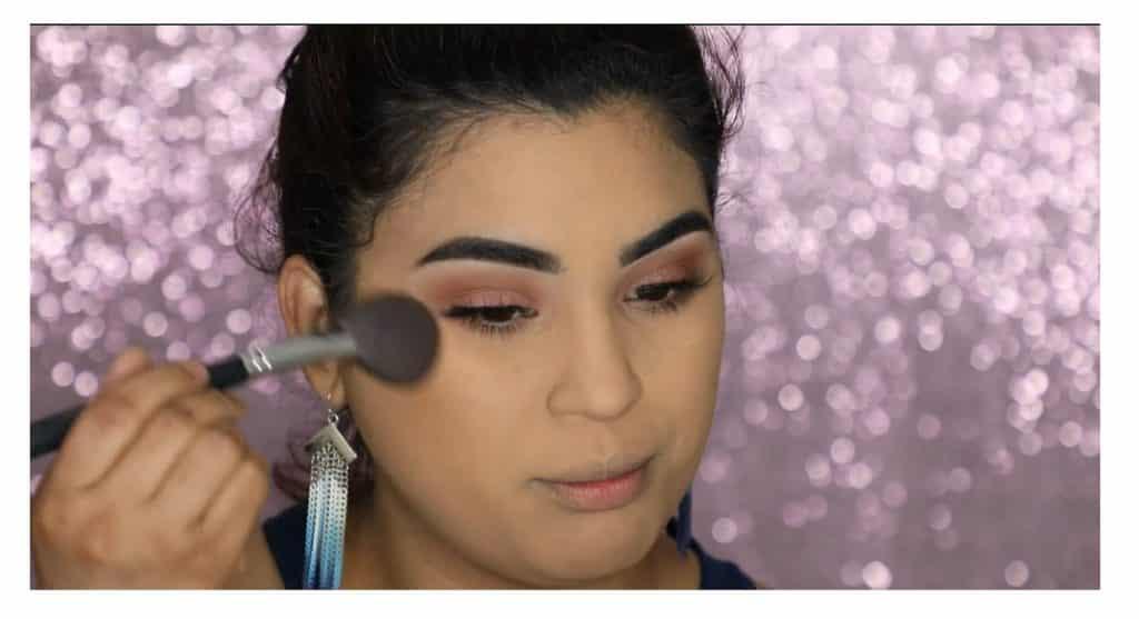 Aprende a hacer un maquillaje duradero para verano con este tutorial de Roccibella bronceador