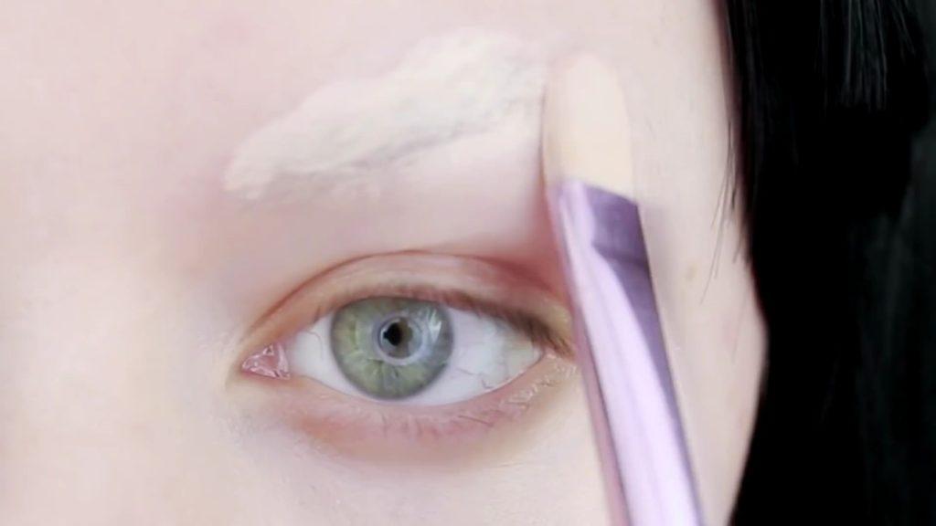Cobertura de cejas con corrector. Tutorial de Maquillaje Anime Kakegurui - Yumeko Jabami | Kleiner Pixel.