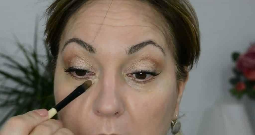 Maquillaje de verano para pieles maduras ¡Tutorial! Corrector