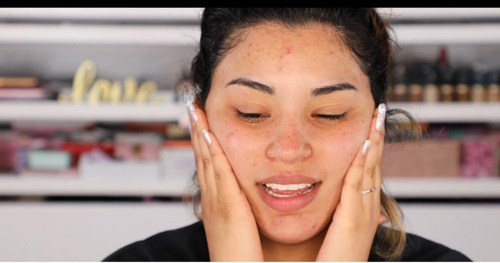 Atrévete a dar un cambio radical, con un maquillaje neutro y fácil de la mano de Roccibella crema hidratante