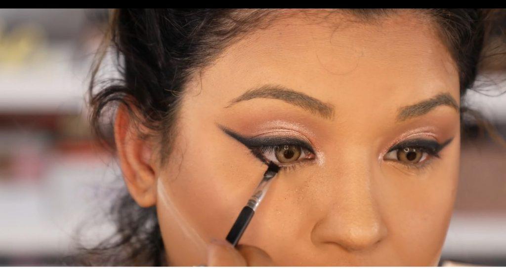 Atrévete a dar un cambio radical, con un maquillaje neutro y fácil de la mano de Roccibella línea de agua