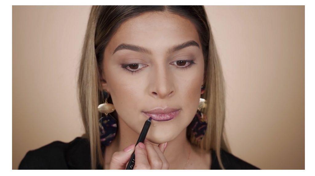 Maquillaje paso a paso para unos labios perfectos 2020 con Mariana Zambrano delinear