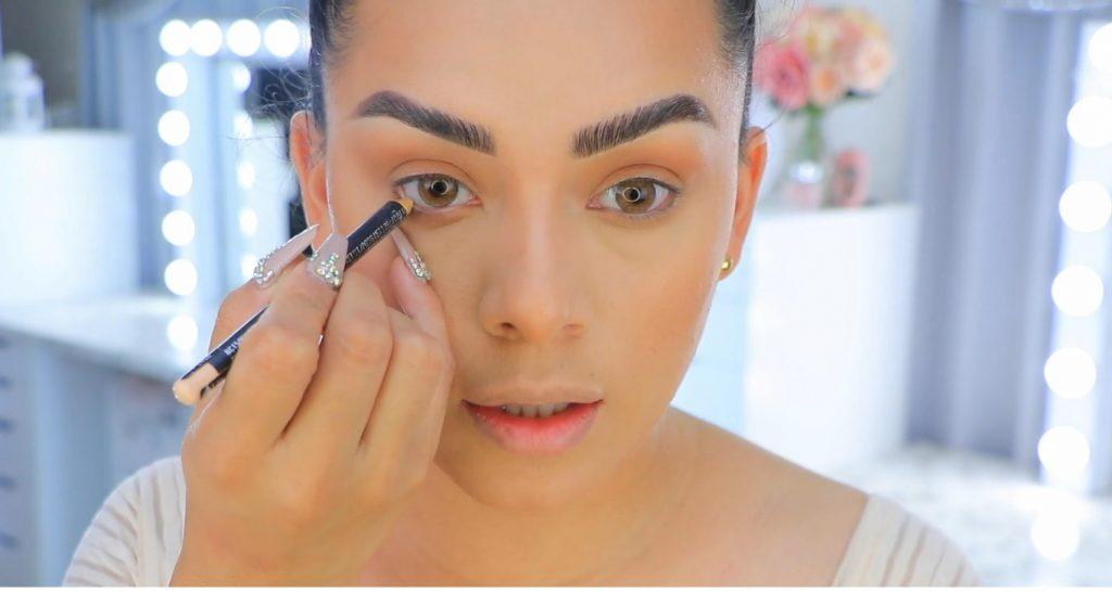 Aprende a maquillarte como Kendall y Kylie Jenner con Jeamileth Doll delineado de la linea de agua