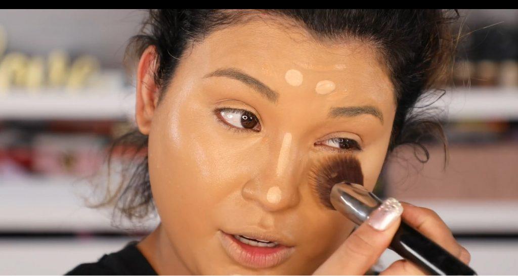 Atrévete a dar un cambio radical, con un maquillaje neutro y fácil de la mano de Roccibella difumina corrector