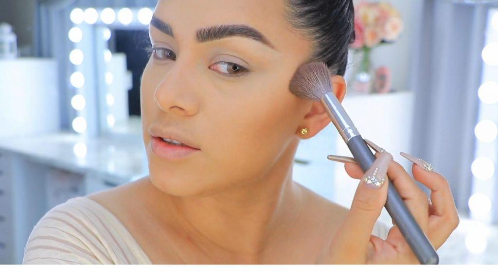 Aprende a maquillarte como Kendall y Kylie Jenner con Jeamileth Doll sellar contorno