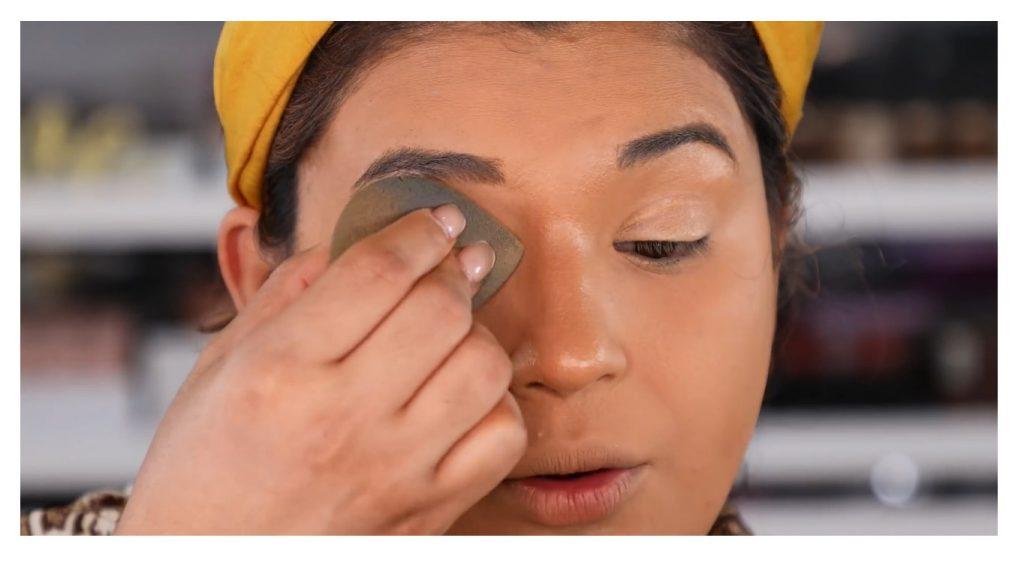 ¡Tutorial! Aprende a maquillar tus ojos de animal print con Roccibella difuminar