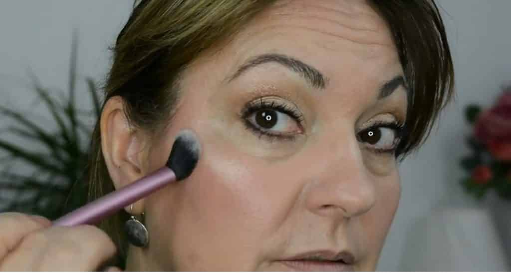 Maquillaje de verano para pieles maduras ¡Tutorial! Iluminador