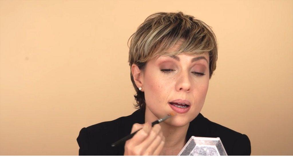 Maquillaje para labios finos tutorial corregir con corrector