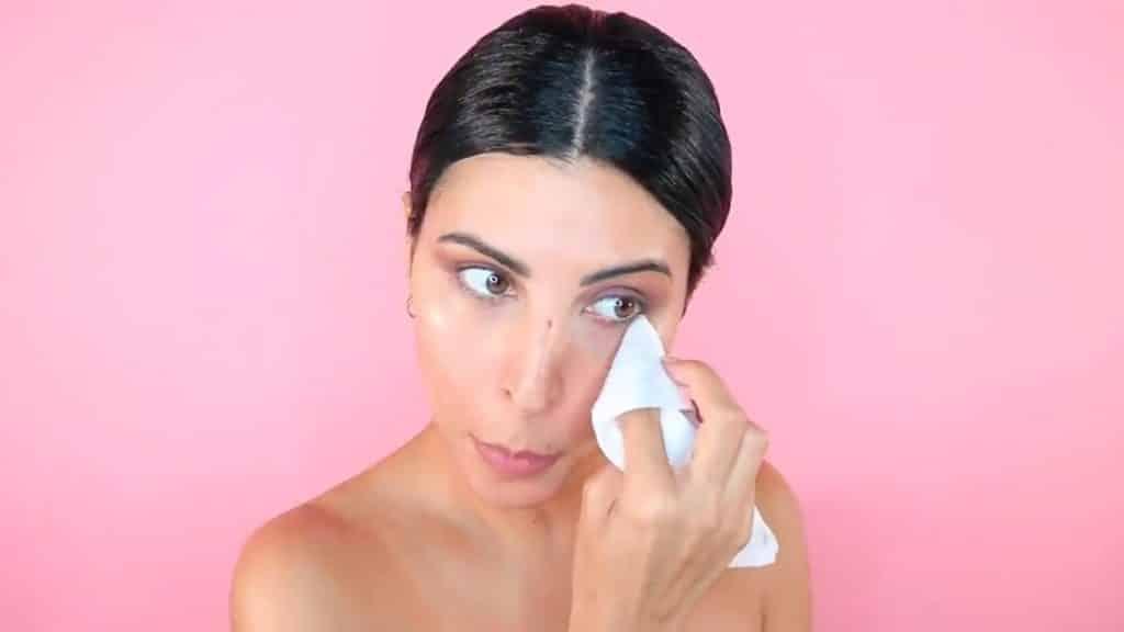 Maquillaje de verano para la noche paso a paso limpia el rostro