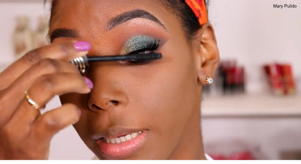 Tutorial de maquillaje de noche para piel morena máscara