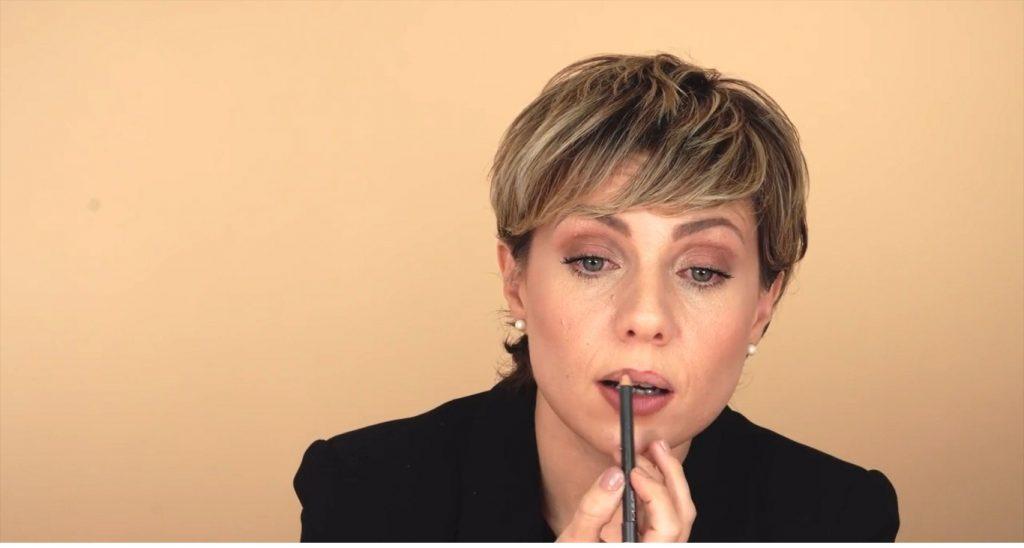Maquillaje para labios finos tutorial perfilar el labio superior