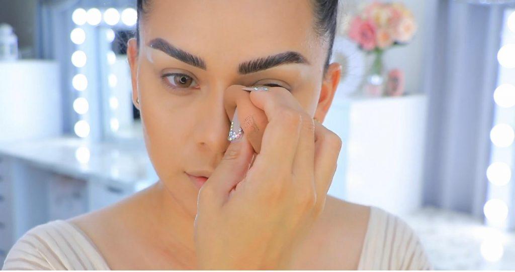 Aprende a maquillarte como Kendall y Kylie Jenner con Jeamileth Doll perfilar nariz